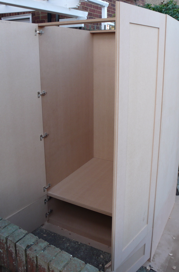 mdf fitted wardrobes white painted mdf fitted wardrobe. Black Bedroom Furniture Sets. Home Design Ideas